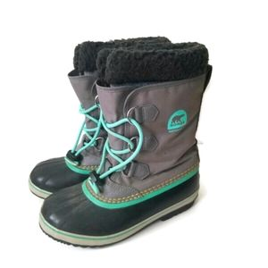 Sorel boots winter green laces sz 5